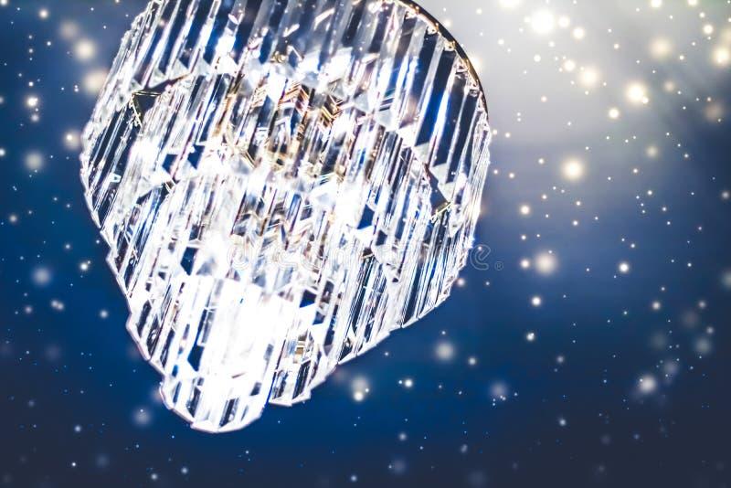 Lustre de luxe avec verre de cristal, design intérieur et décor intérieur détails d'éclairage photo stock
