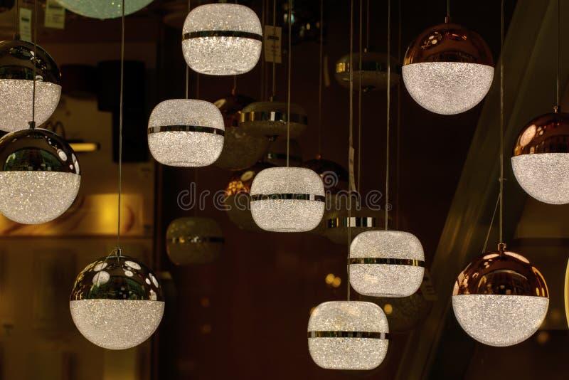 Lustre de petites boules rondes ?clat photos libres de droits