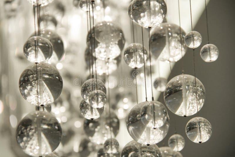 Lustre en cristal contemporain photographie stock