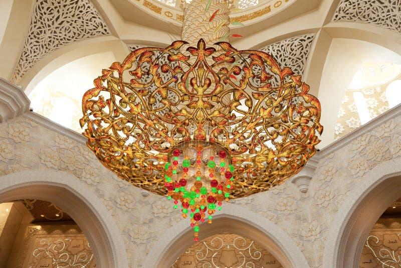 Lustre luxueux dans la mosquée images stock