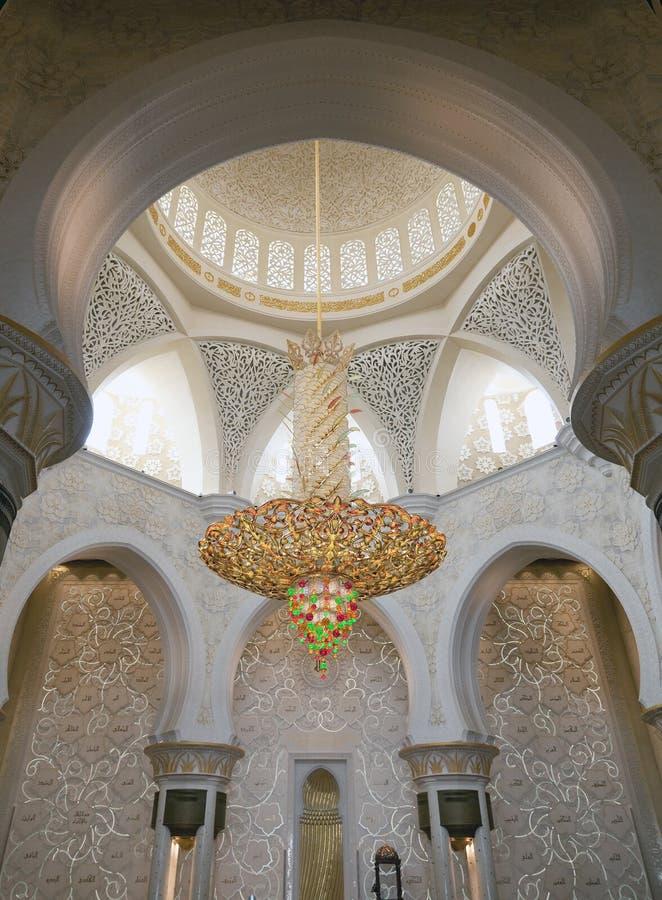Lustre luxueux dans la mosquée image stock
