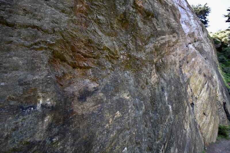 Lustrou naturalmente a rocha slickenside em Corona Heights Park, San Francisco, 7 imagens de stock royalty free
