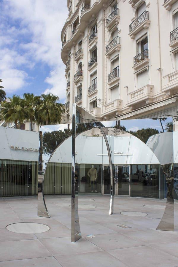Lustrzana rzeźba na Cannes croisette obraz royalty free