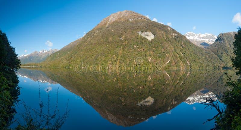 Lustrzani jeziora zdjęcie royalty free