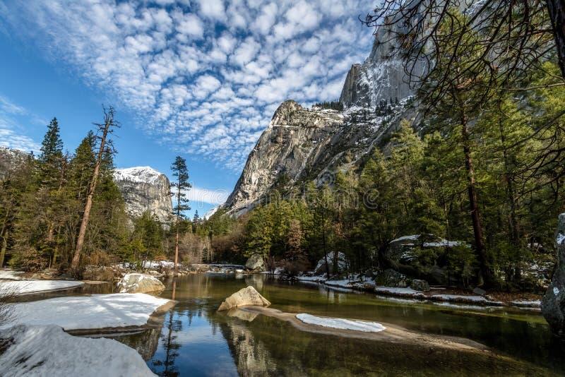 Lustrzany jezioro przy zimą - Yosemite park narodowy, Kalifornia, usa obraz stock
