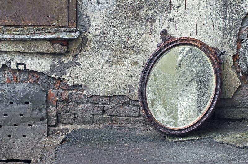 lustrzany stary rzucający obrazy royalty free
