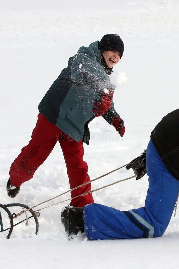 Luta da esfera da neve fotografia de stock