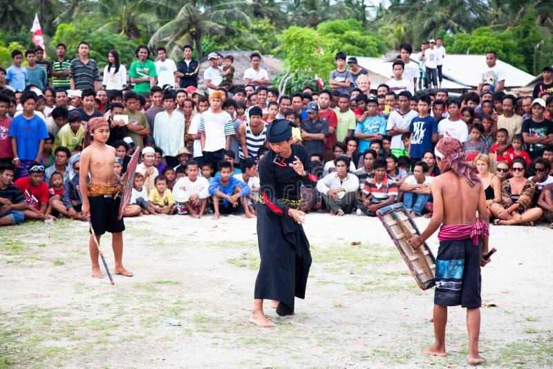 Luta da vara da rua em Kuta, Lombok, Indonésia imagens de stock royalty free