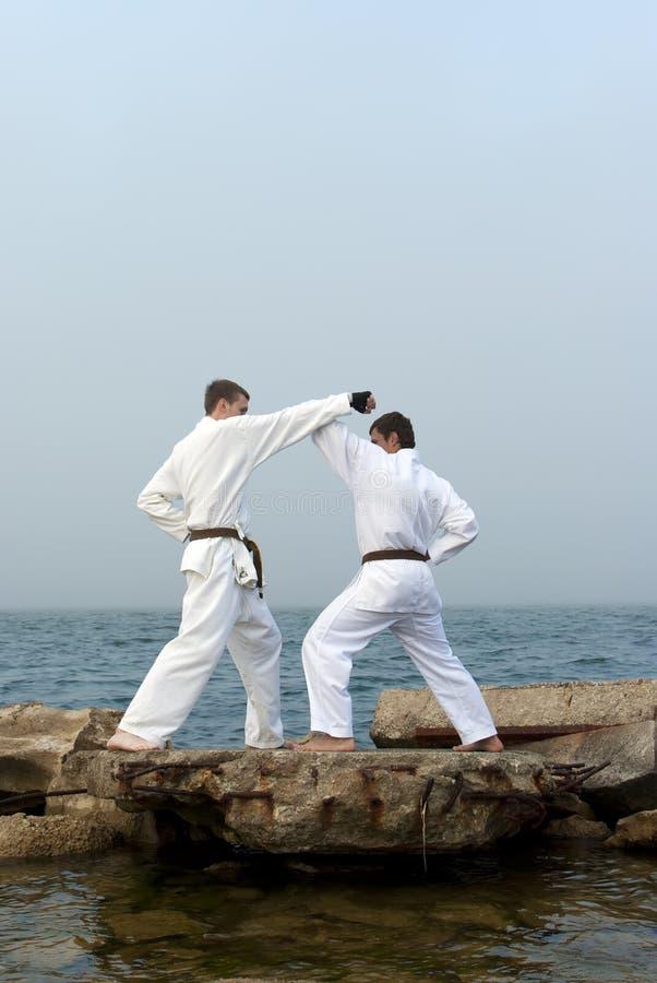 Luta do karateka dois foto de stock