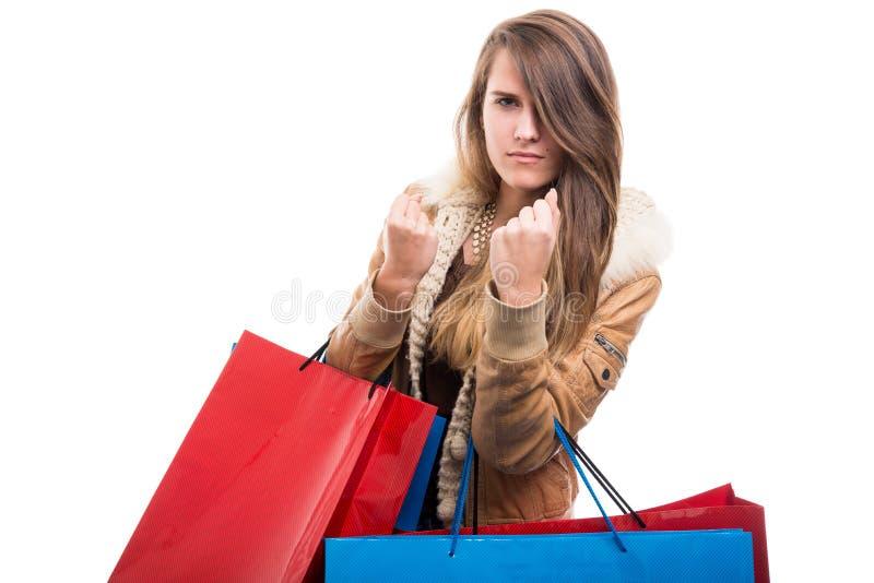 Luta louca da menina da forma ao fazer a compra fotografia de stock
