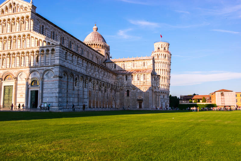 Luta stå hög av Pisa, Italien arkivbilder