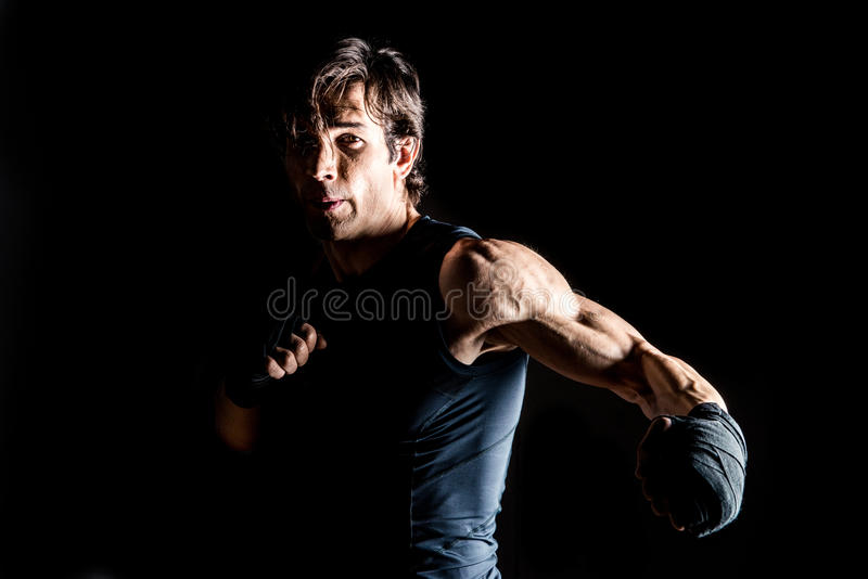 Lutador muscular do kickbox fotos de stock royalty free