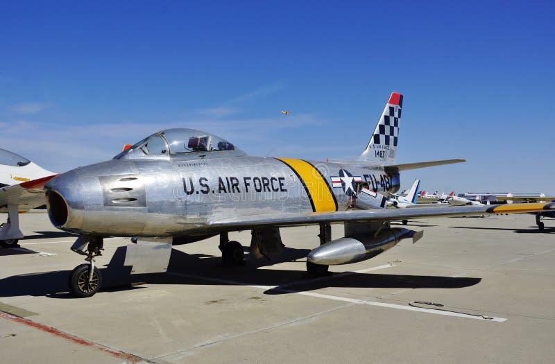 Lutador norte-americano do sabre F-86 do U.S.A.F. no Mojave em 2016 imagem de stock royalty free