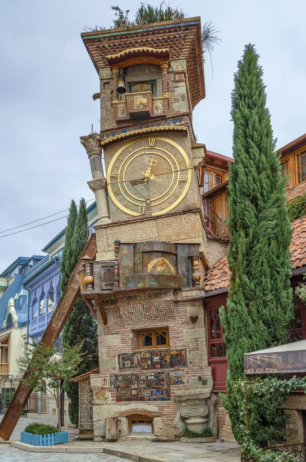 Lutande klockatorn, Tbilisi, Georgia royaltyfri bild