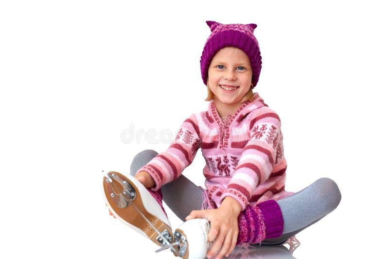 Lutande skridskoåkning för barn arkivfoto