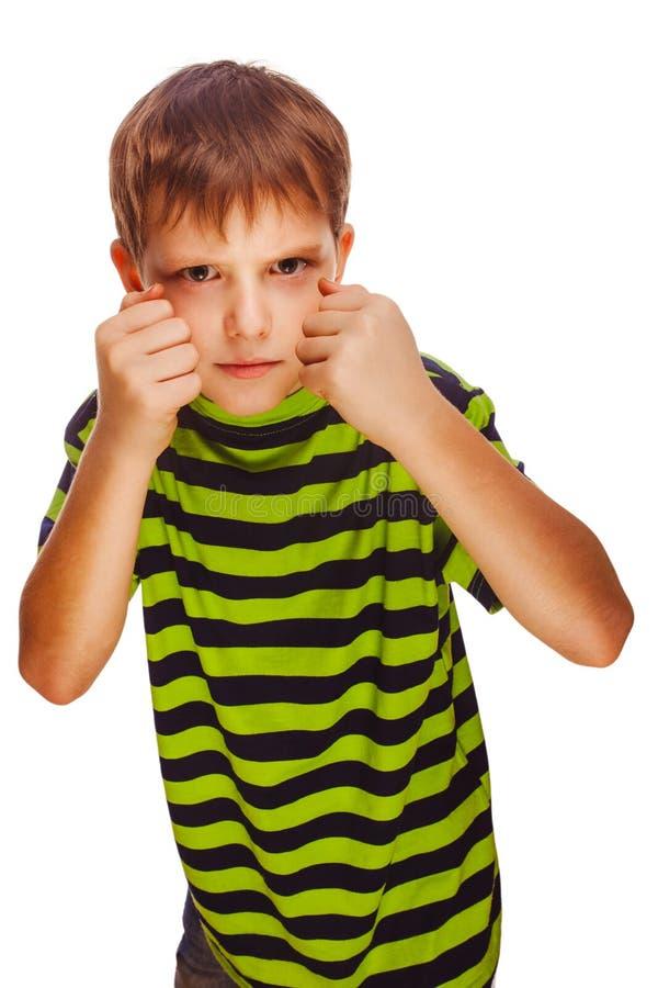 Lutas agressivas más irritadas da intimidação loura do menino da criança fotografia de stock royalty free