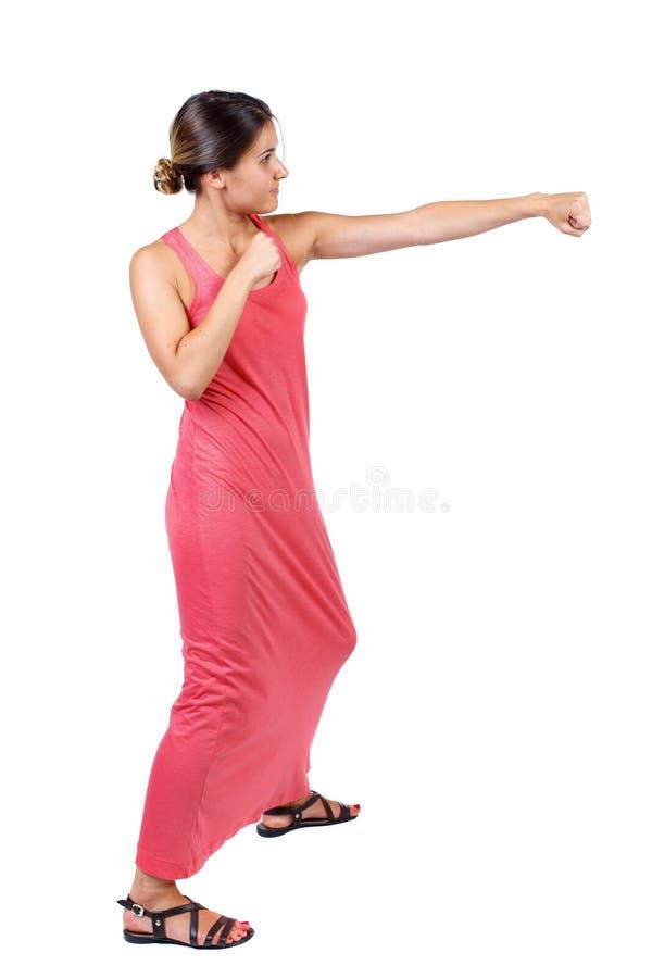 Lutas engraçadas da mulher magro que acenam seus braços e pés imagens de stock