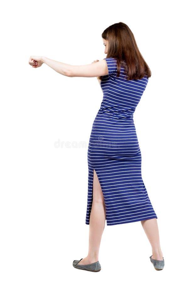 Lutas engraçadas da mulher magro que acenam seus braços e pés fotografia de stock royalty free