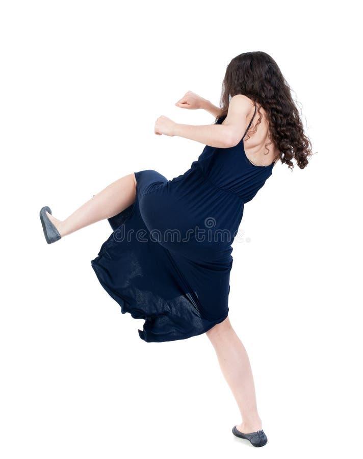Lutas engraçadas da mulher magro que acenam seus braços e pés imagem de stock