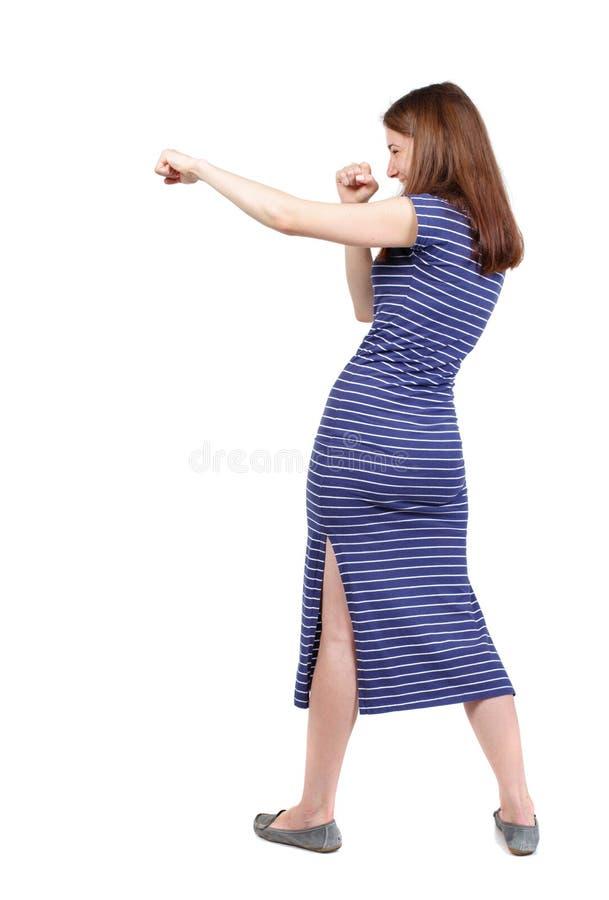 Lutas engraçadas da mulher magro que acenam seus braços e pés imagens de stock royalty free