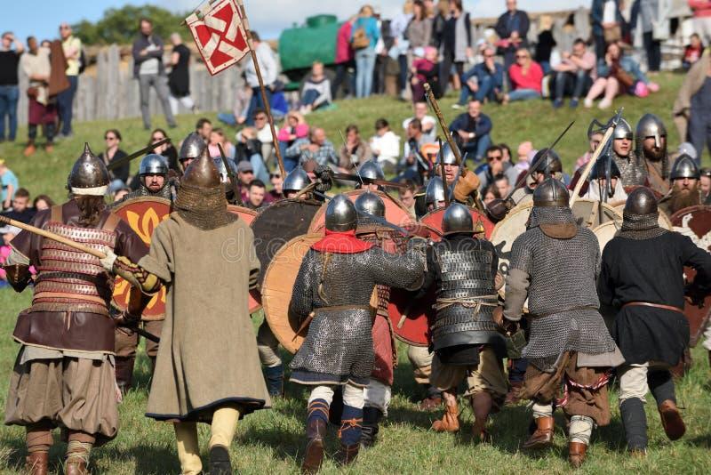 Lutas medievais no festival internacional da arqueologia experimental fotografia de stock royalty free