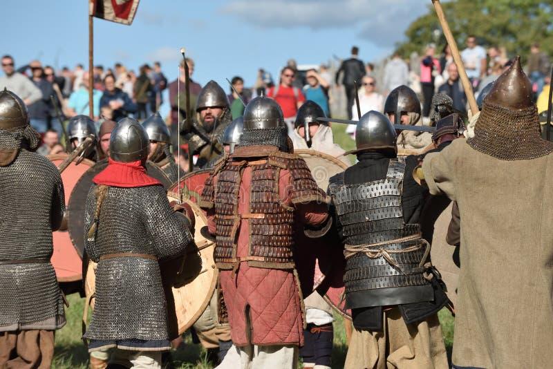 Lutas medievais no festival internacional da arqueologia experimental imagem de stock