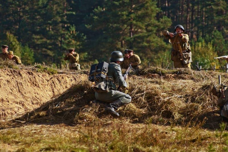Lute a imitação entre o exército alemão e o exército vermelho imagens de stock