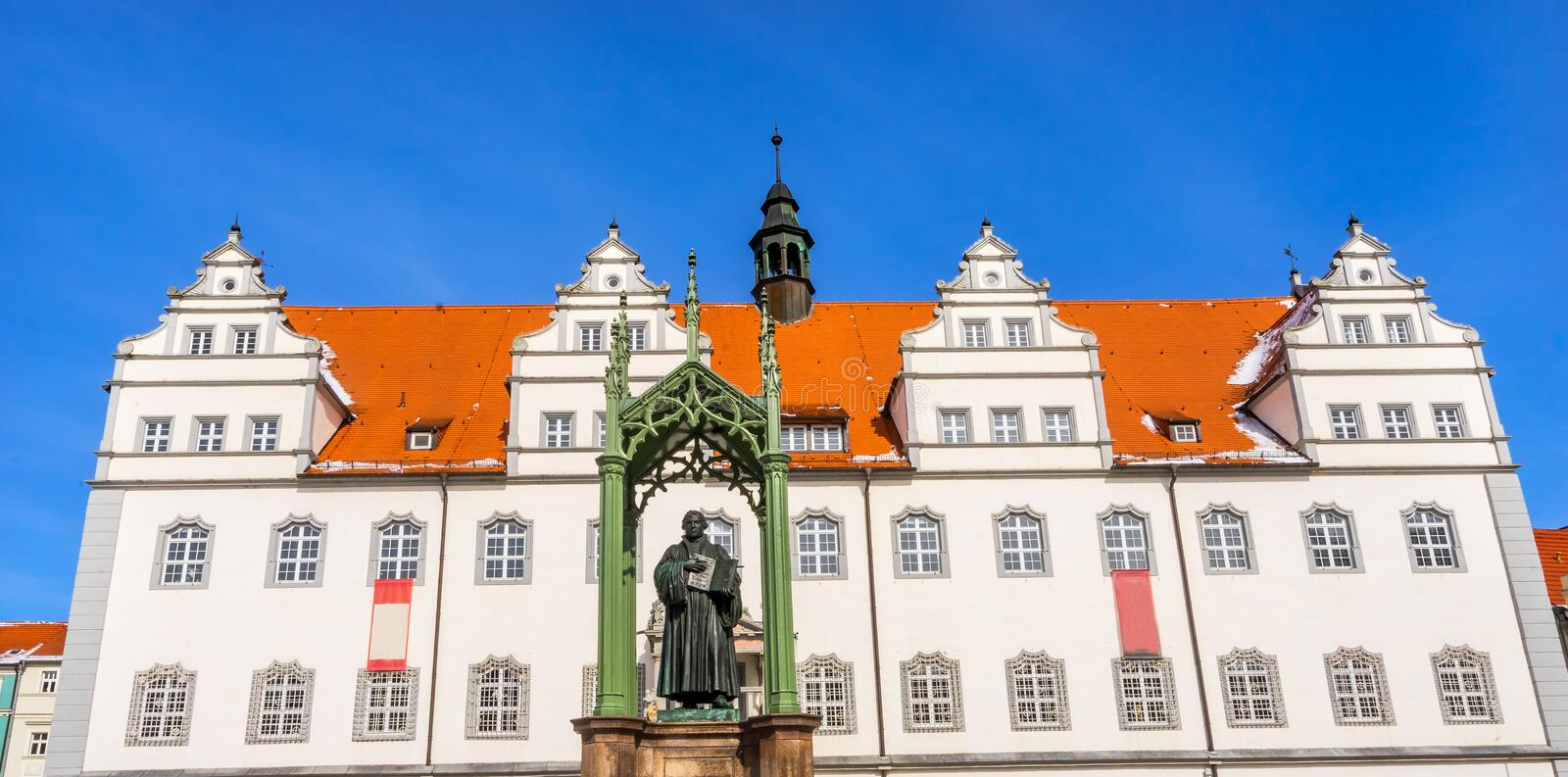 Luther Statue Colorful Market Square Rathuas Lutherstadt Wittenb fotografie stock