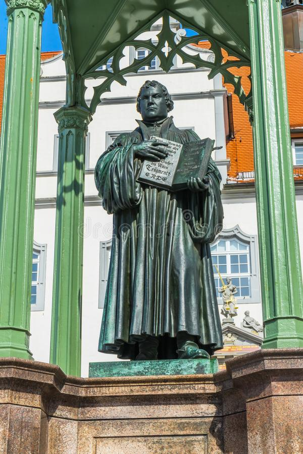 Luther Statue Colorful Market Square Rathuas Lutherstadt Wittenb stock fotografie