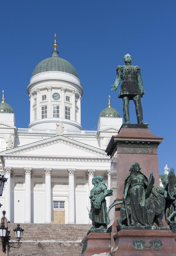 Lutheraner-Helsinki-Kathedrale und -monument zum russischen Kaiser Alexander II., Finnland lizenzfreie stockfotos