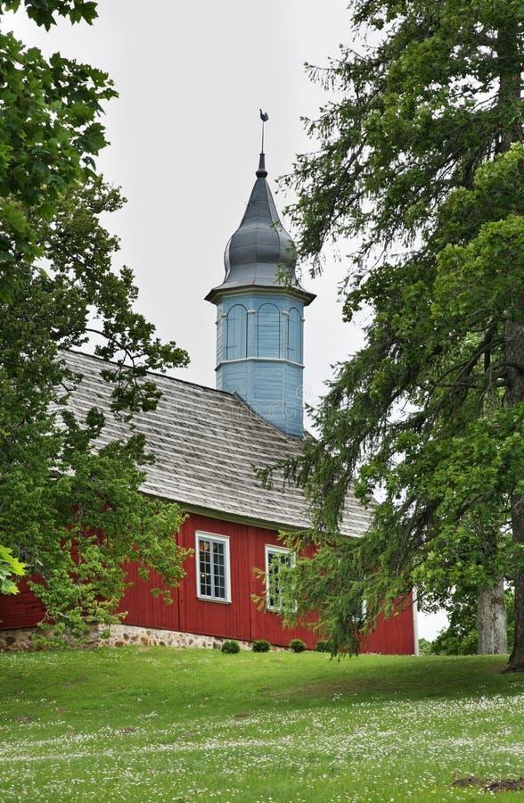 Lutherankyrka i Turaida nära Sigulda latvia royaltyfria bilder