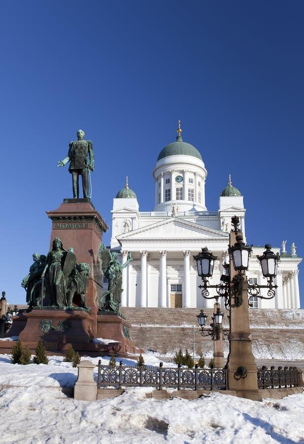 Lutherische Kathedrale und Monument zum russischen Kaiser Alexander in Helsinki, Finnland lizenzfreie stockfotografie