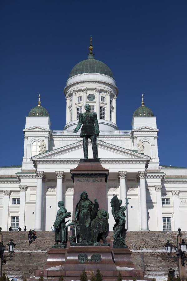 Lutherische Kathedrale und Monument zum russischen Kaiser Alexander II. in Helsinki, Finnland lizenzfreie stockfotos