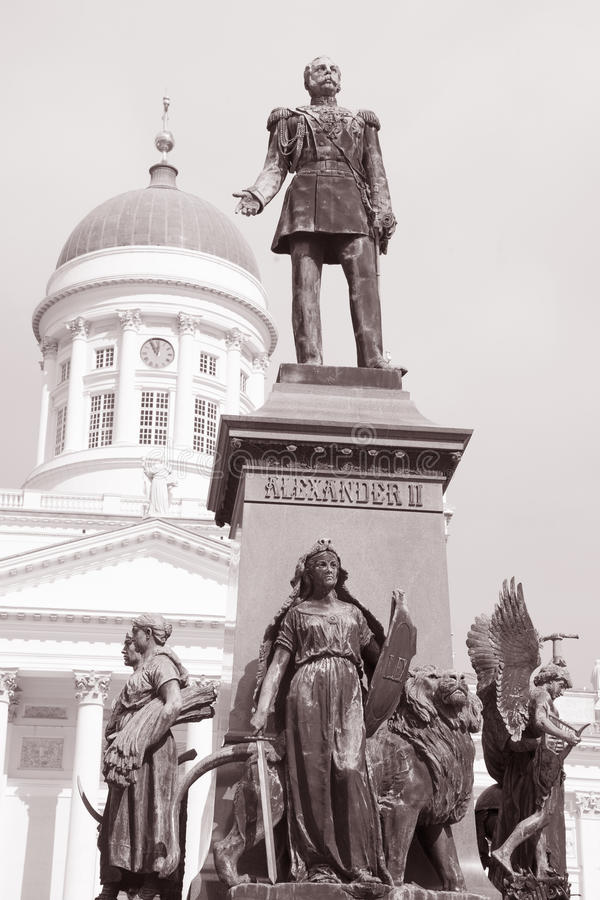 Luthernkathedraal, Helsinki, Finland met Alexander II-Monument stock afbeelding