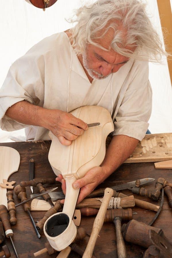 Luthier budowy średniowieczny nawleczony instrument obrazy royalty free