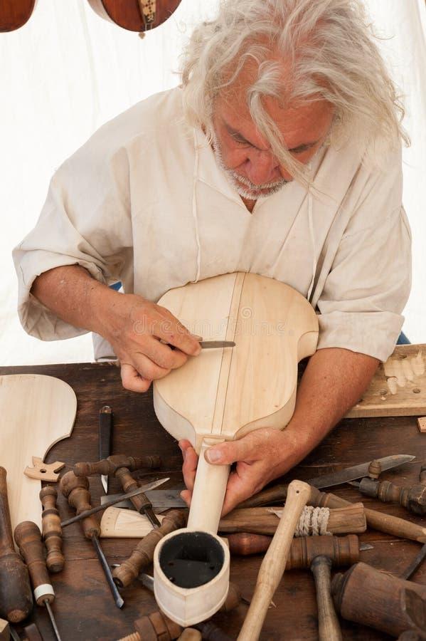Luthier budowy średniowieczny nawleczony instrument fotografia royalty free