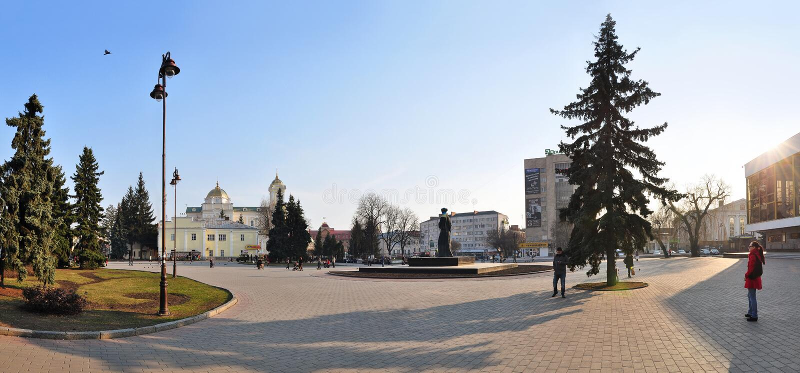 Lutsk, Ucrânia - 10 de março de 2015: Ideia da área central de Lutsk em Ucrânia do noroeste foto de stock royalty free