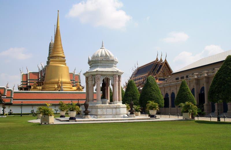 07 2019 Luty, Bangkok, Tajlandia, Royal Palace świątyni kompleks Budynki i architektoniczni elementy zdjęcia stock