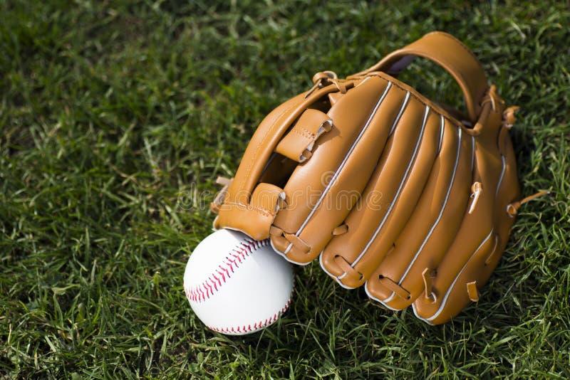 Luva de beisebol e bola imagem de stock royalty free