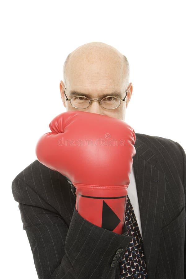 Luva de encaixotamento desgastando do homem de negócios. fotos de stock