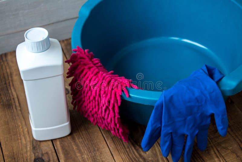 Luvas para o limpador de limpeza de pano de pano da lavagem imagens de stock