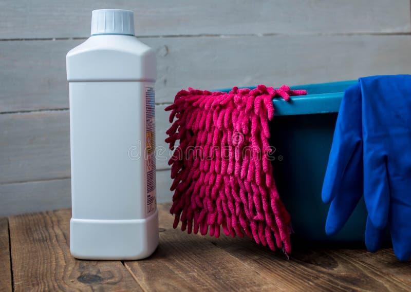 Luvas para o limpador de limpeza de pano de pano da lavagem foto de stock