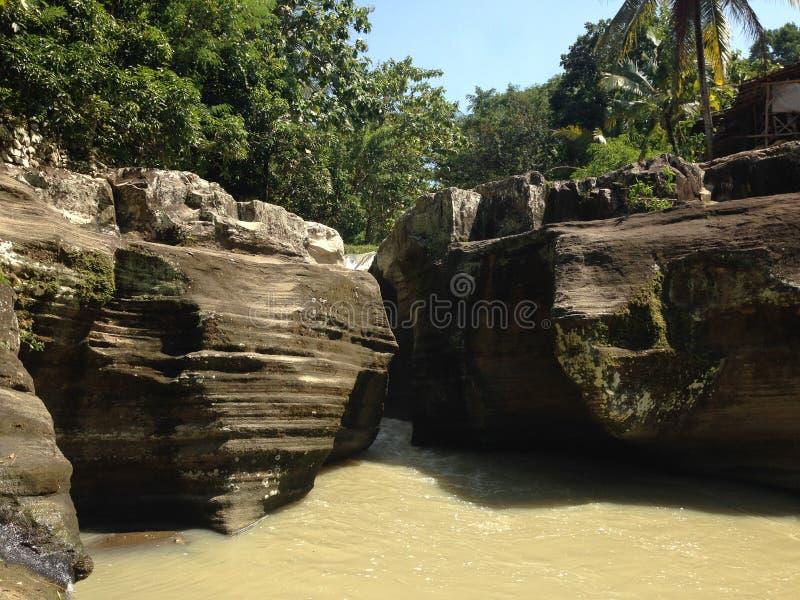 Luweng Sampang含水帷幕Jawa tengah印度尼西亚 免版税图库摄影
