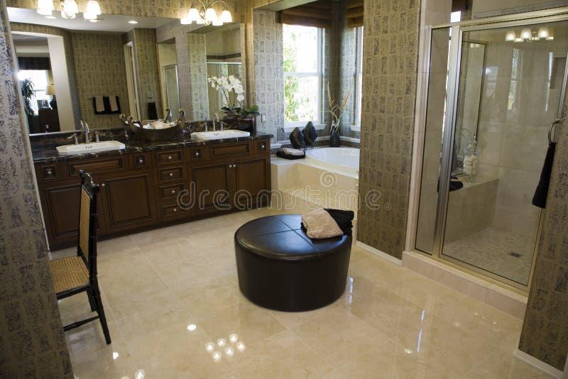 luxe à la maison de salle de bains photo libre de droits