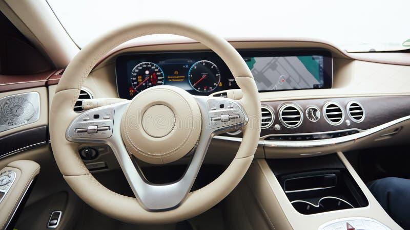 Luxe d 39 int rieur de voiture int rieur de voiture moderne for Interieur voiture de luxe