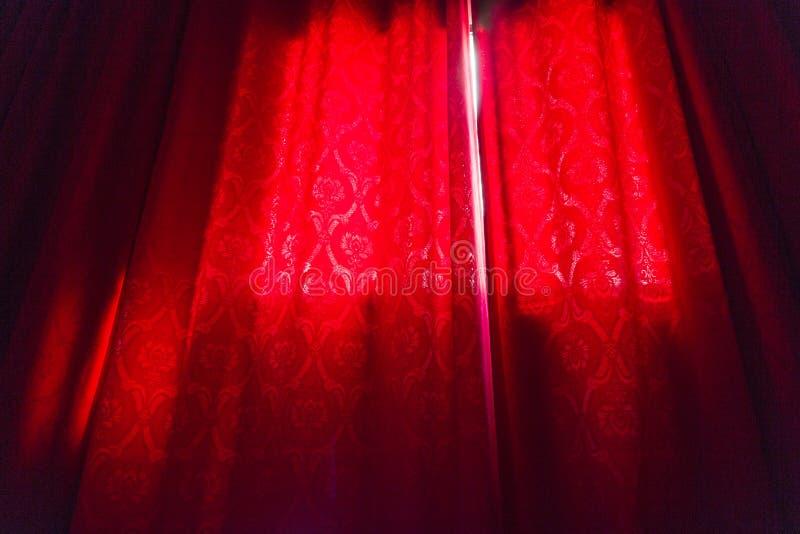 Luxe rood gordijn stock fotografie