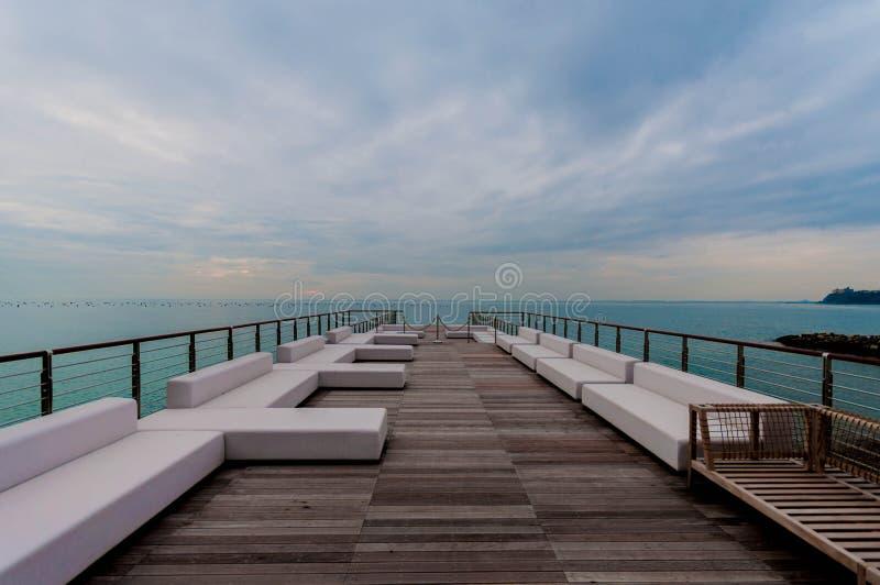 Luxe terace op strand royalty-vrije stock afbeeldingen