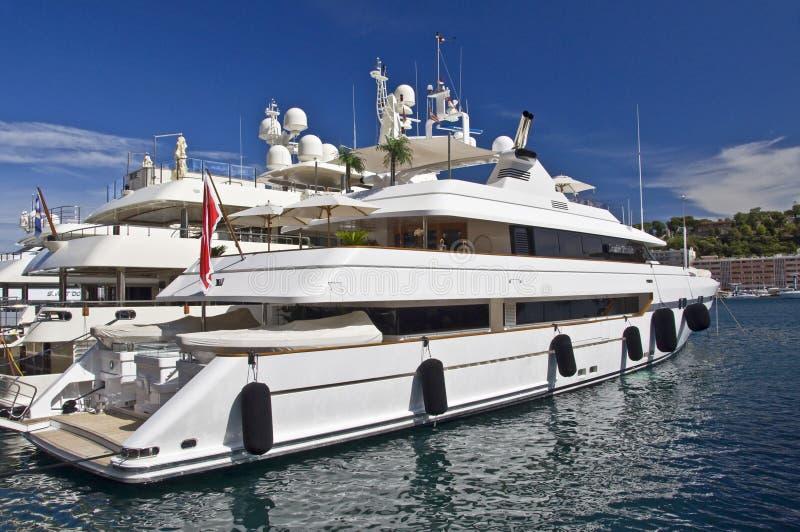 Luxejacht in de haven van Monaco royalty-vrije stock fotografie