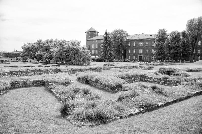 Luxelandgoed met grote groene tuin Het concept van eliteflats Landgoed voor aristocratie of oud kasteel in Krakau Kasteel stock foto's