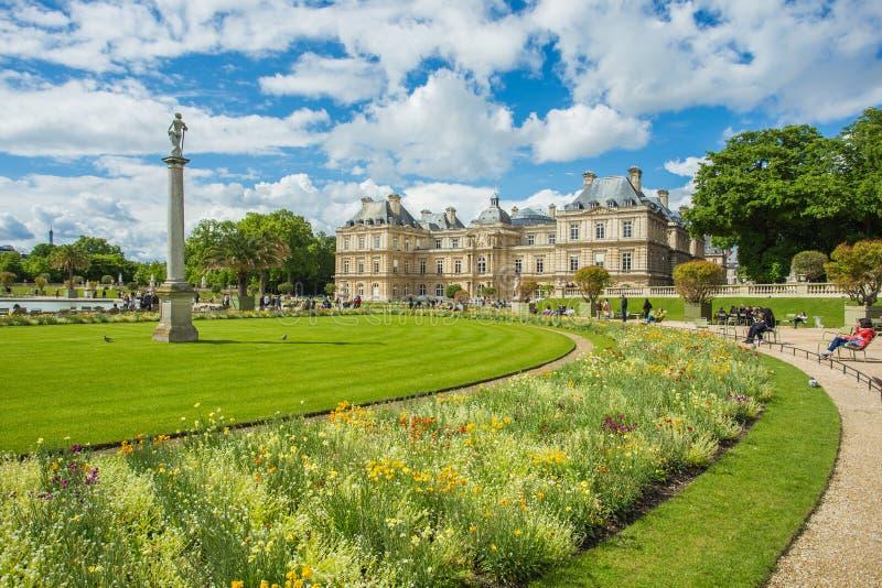 Luxembourg arbeta i trädgården (Jardin du Luxembourg) i Paris, Frankrike arkivbild